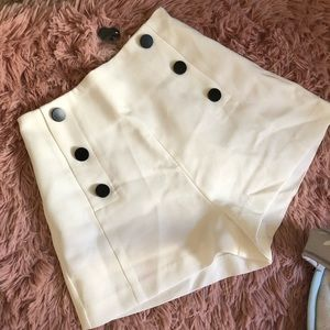 NEW! White high waist shorts with black buttons